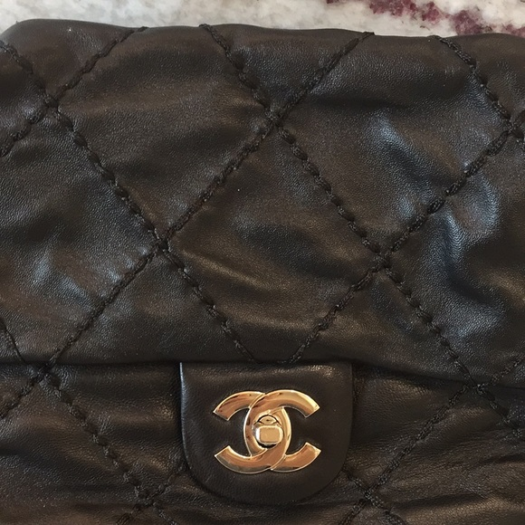 CHANEL | Thick stitched quilted handbag